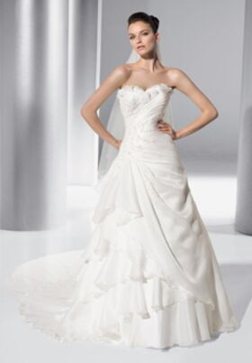 Bridal salons in los angeles ca the knot for Wedding dress preservation chicago