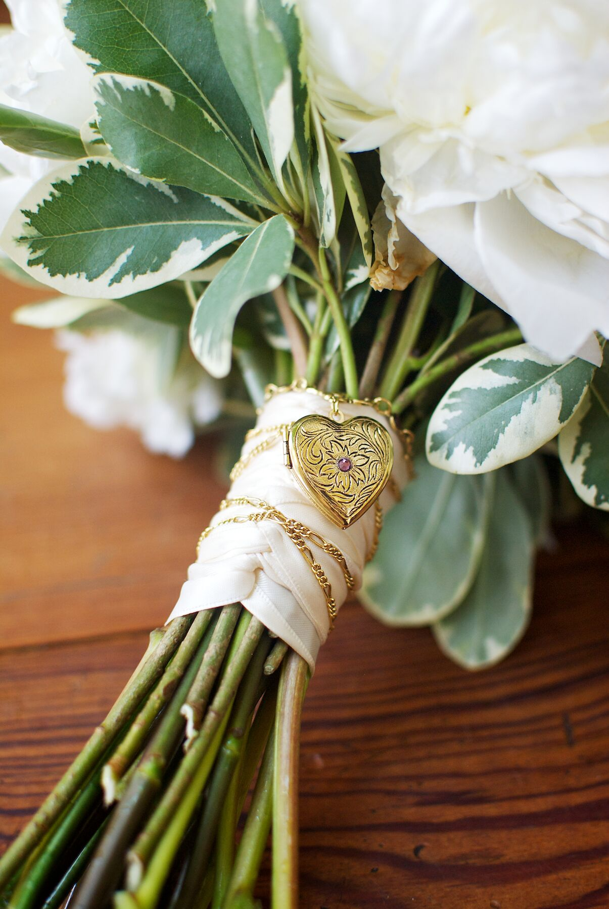 Bridal Bouquet LocketWedding LocketBouquet LocketSentimental Wedding KeepsakeBouquet CharmBroochLocketSentimental Wedding GiftGift