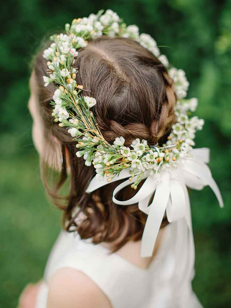 Short curly hairstyle with headband for flower girls