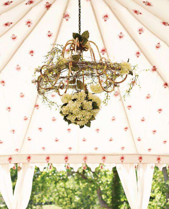 Chandelier Wedding Decor Is a Bright Wedding Trend