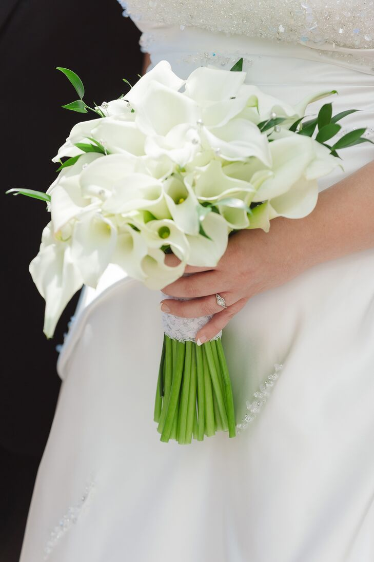 White calla lily bouquet with silver embellishments izmirmasajfo