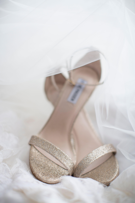 Islas del pacifico Natura Comercialización  Gold Shimmer Steve Madden Wedding Shoes