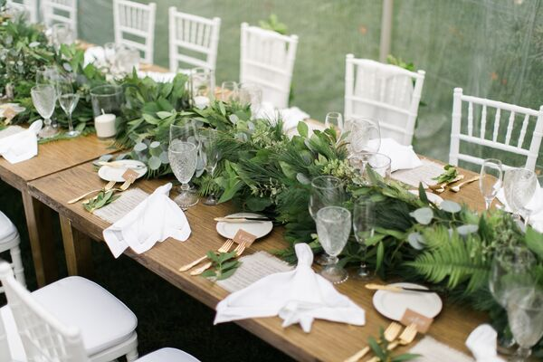 Fresh Garland Table Runner