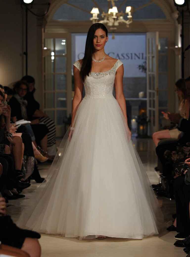 Oleg cassini fall 2016 collection bridal fashion week photos for Wedding dress designer oleg cassini