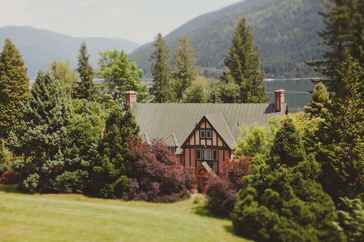 a natural garden wedding at blaylock mansion in nelson