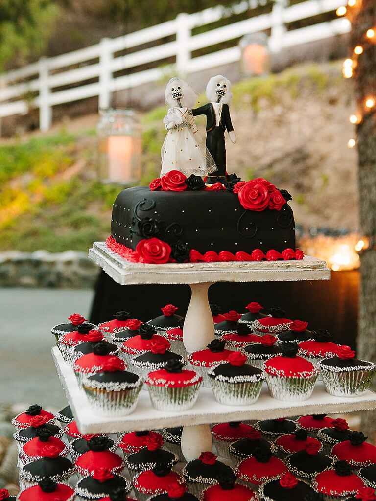wedding cake and cupcake ideas 16 wedding cake ideas with cupcakes 21729