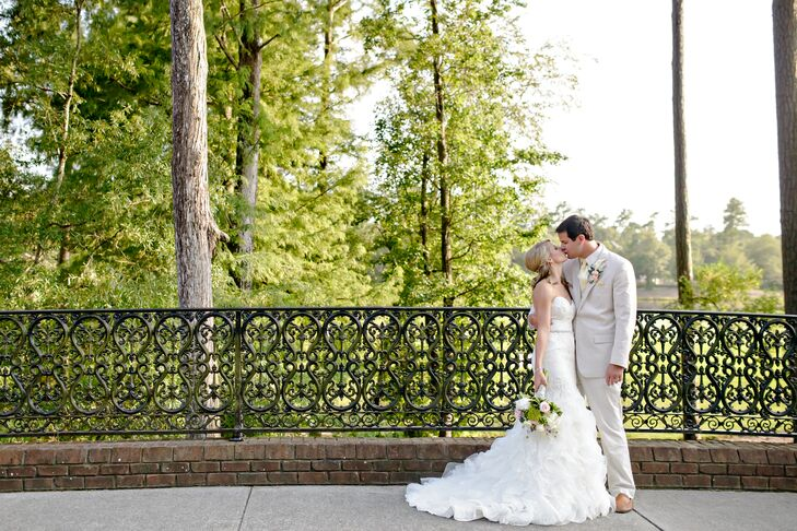 an elegant traditional wedding at river landing clubhouse