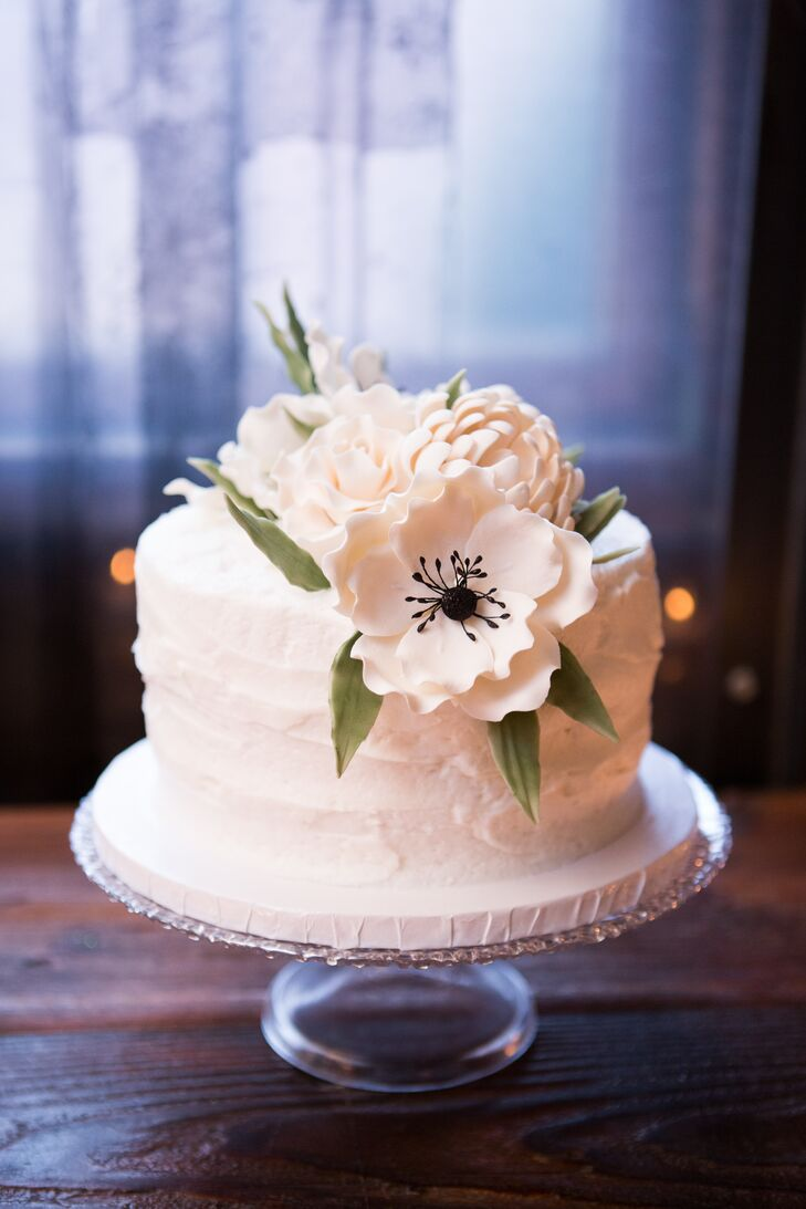 One Tier Wedding Cake With White Fondant Flowers