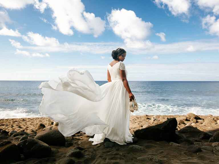 Bride wearing Reem Acra dress at Kailua-Kona, Hawaii destination wedding