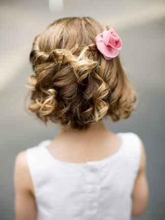 Short curly hairstyle for flower girls