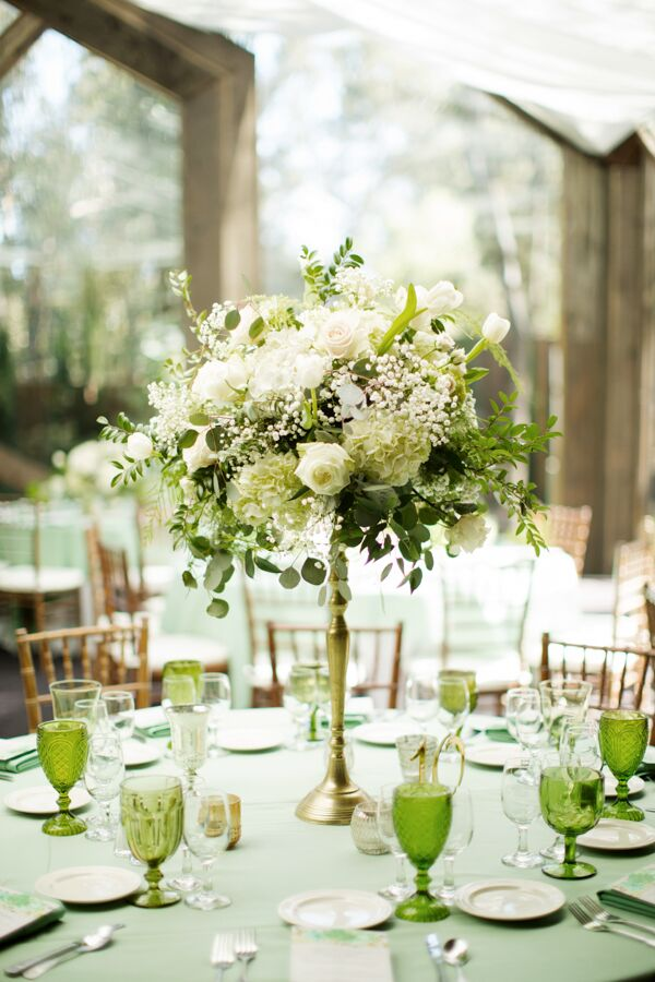 In addition to raised gold-stemmed flower arrangements made with white roses, peonies and