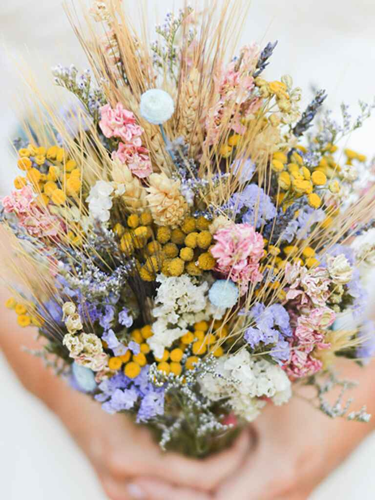 wildflower wedding bouquet 15 standout wildflower bouquets 1412