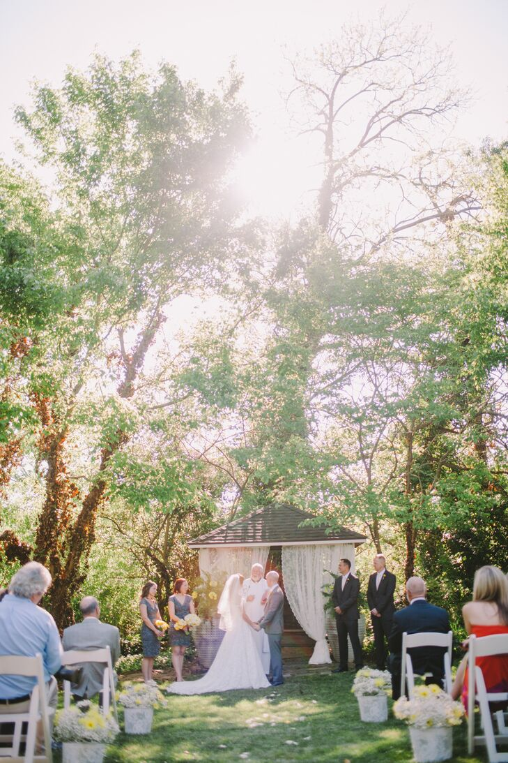 A Simple Spring Wedding At The Gardens At Great Oaks In