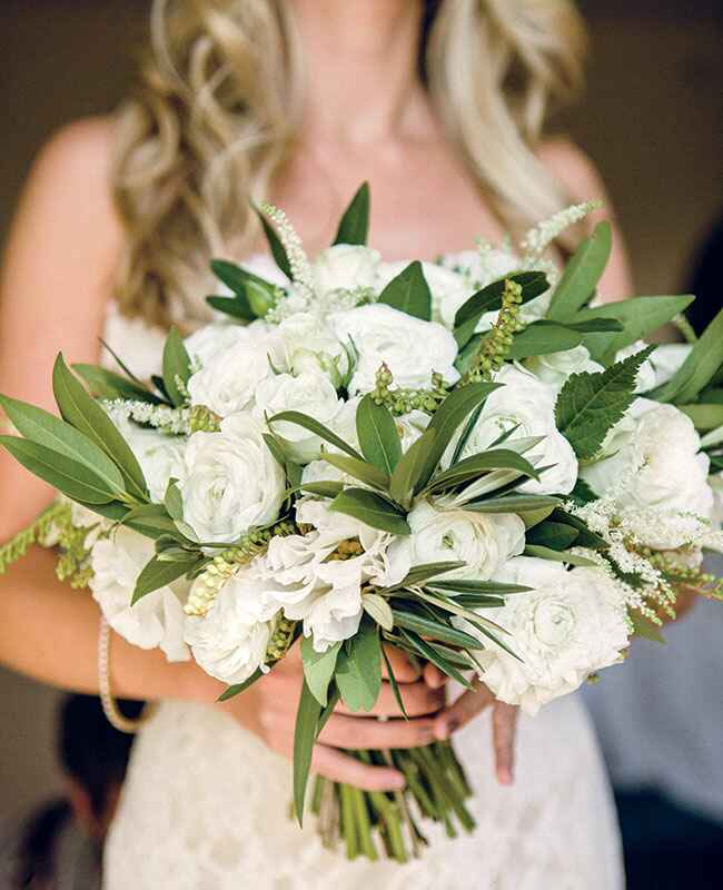 5 Wedding Bouquet Etiquette Questions You Need To Read: Rustic Wedding Reception Lounge Ideas -- See Photos Here