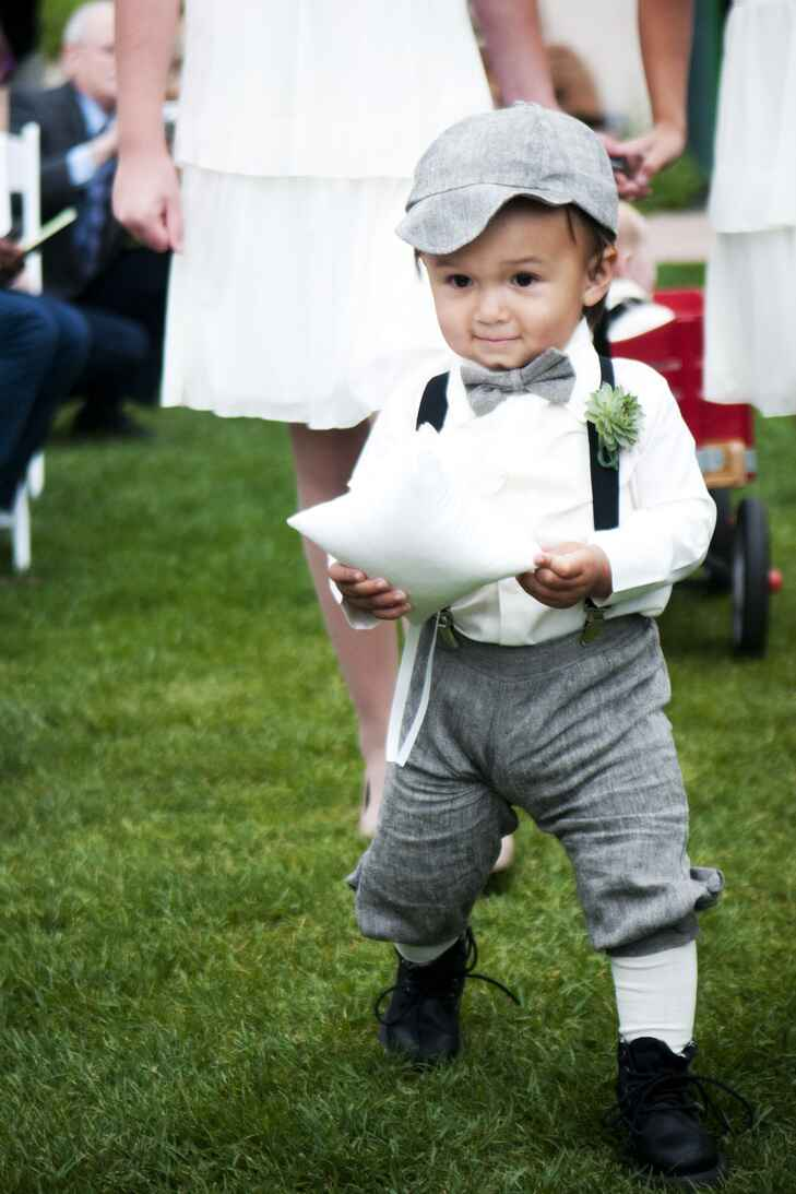 Ring bearer in old-fashioned knicker outfit