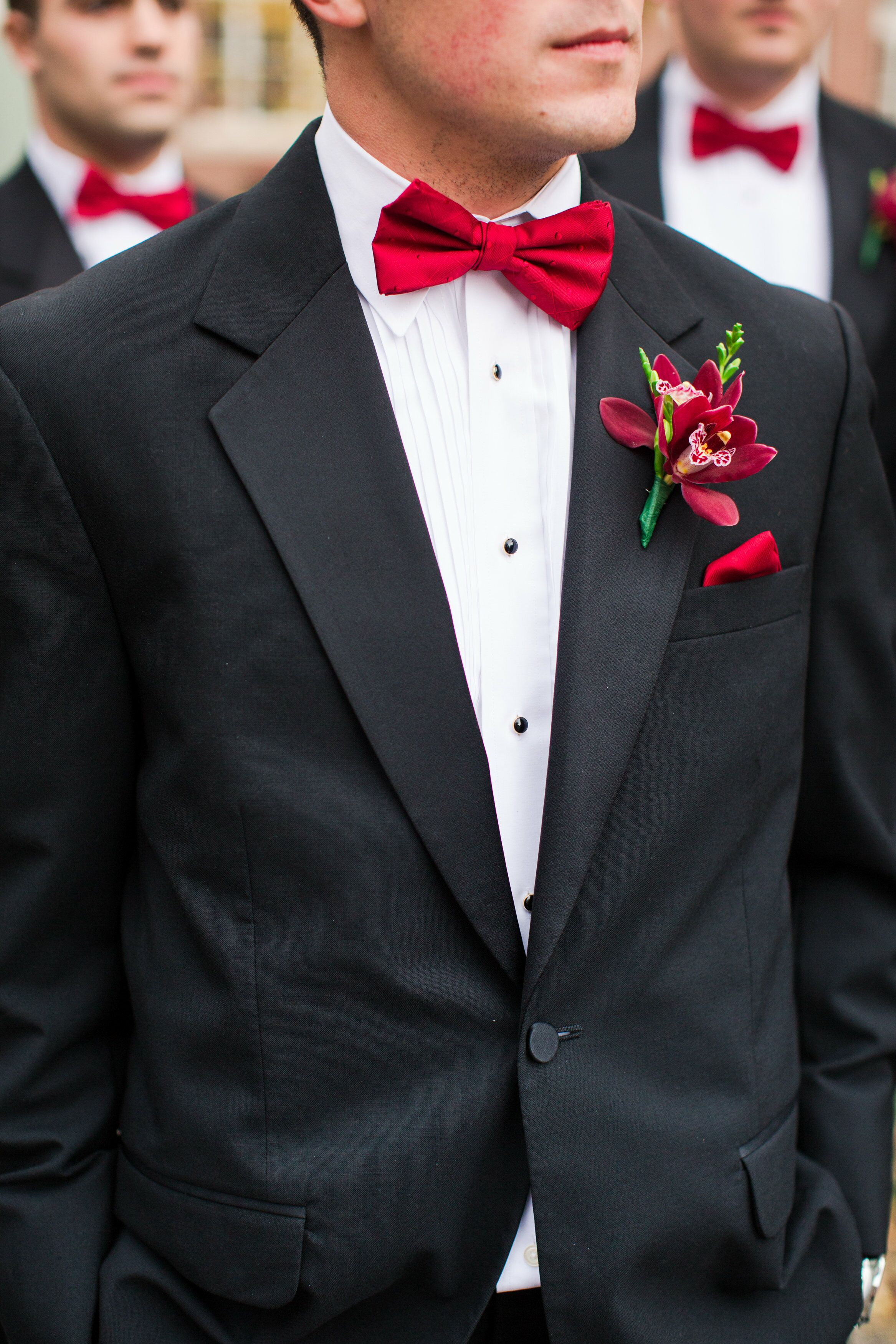 Shirt And Tie Combinations With A Black Suit Begin by making sure that your suit fits correctly, this is imperative so you can look your best. A black tie is a fool-proof addition to your look, no matter what other colour combinations you have going on.