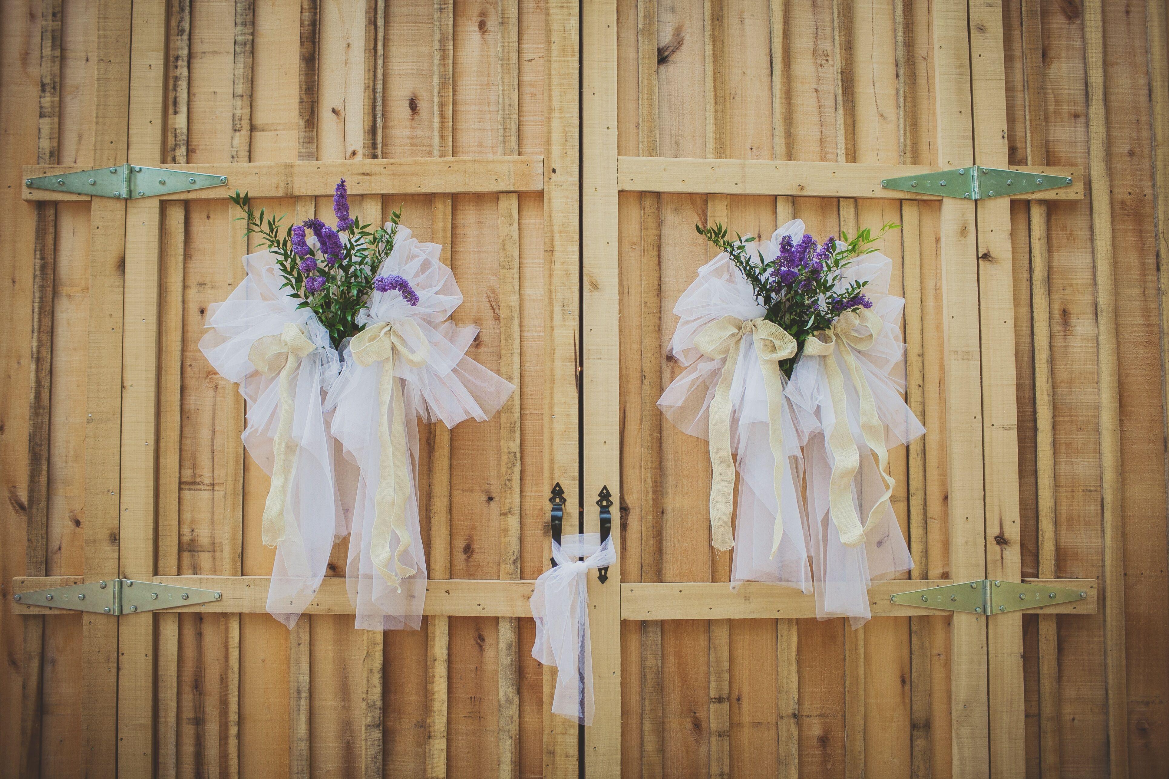 Mesh barn door decorations for Barn door decorating ideas