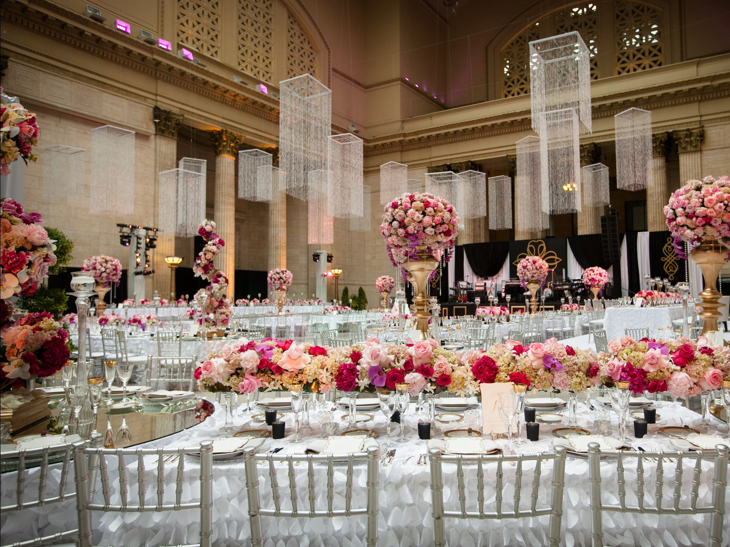 9 Ways To Pull Off A Glamorous Wedding