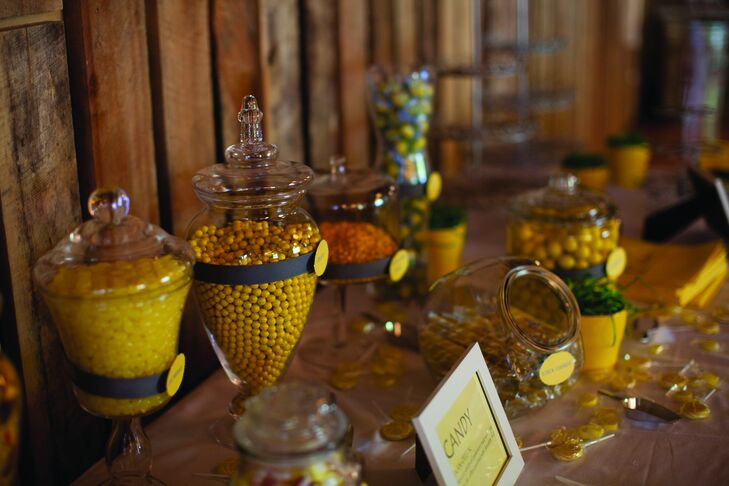 Various kinds of yellow sweets decorated the vintage candy bar.