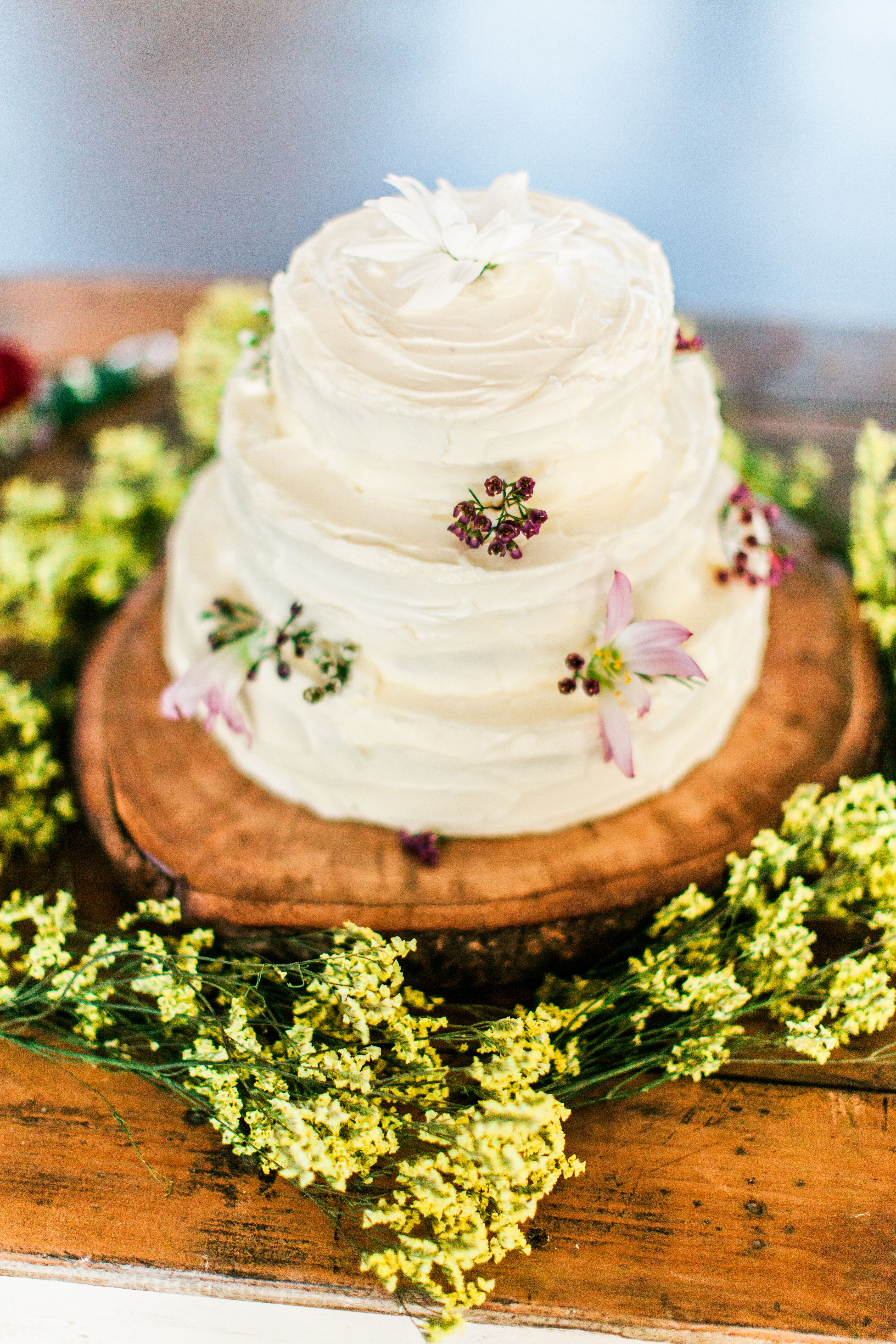 .: Rustic Buttercream Wedding Cake