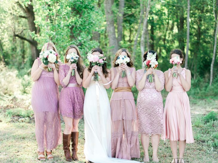 Following the same guidelines as the groomsmen, bridesmaids were allowed to pick their own dress as long as it followed the basic rosy color scheme. In remembrance of her mother, Ashley and her sisters had lockets around their bouquets with a photo to make sure she could still be part of the big day.