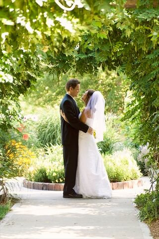 Lauritzen gardens omaha ne for Wedding dress rental omaha