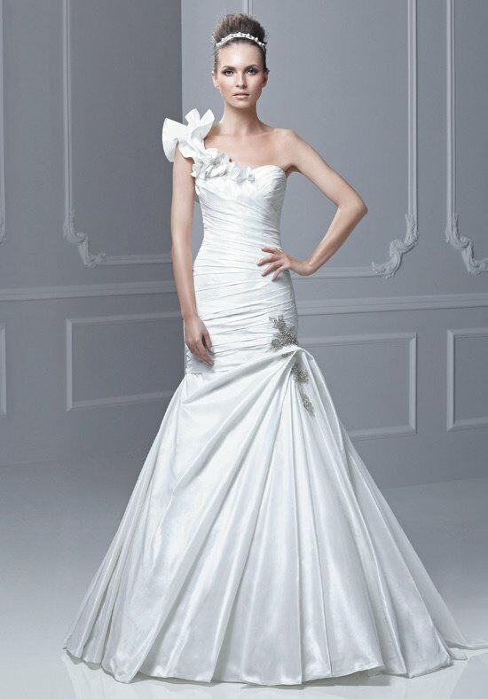 Blue by Enzoani Fabiola Wedding Dress photo