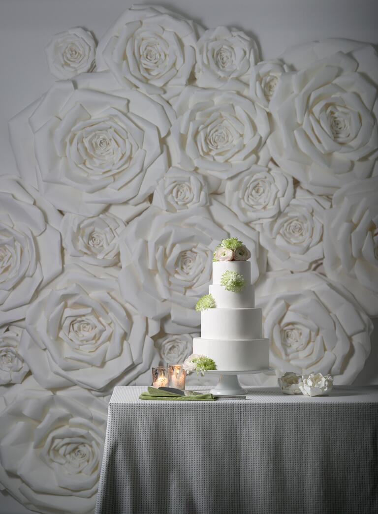 26 prettiest wedding flower ideas ever no really nest for Wedding wall decor