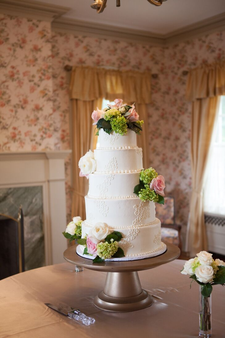 A romantic luxurious wedding at felt mansion in holland for Second floor bakery holland mi