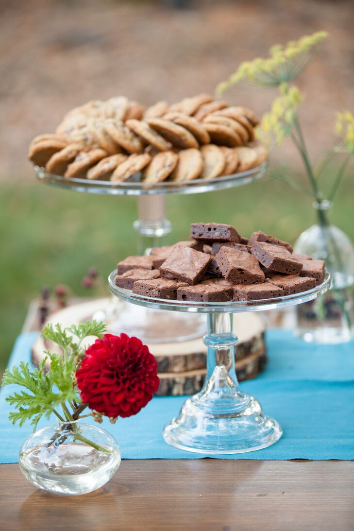 After dinner guests were offered cookies and brownies, served on cake stands.