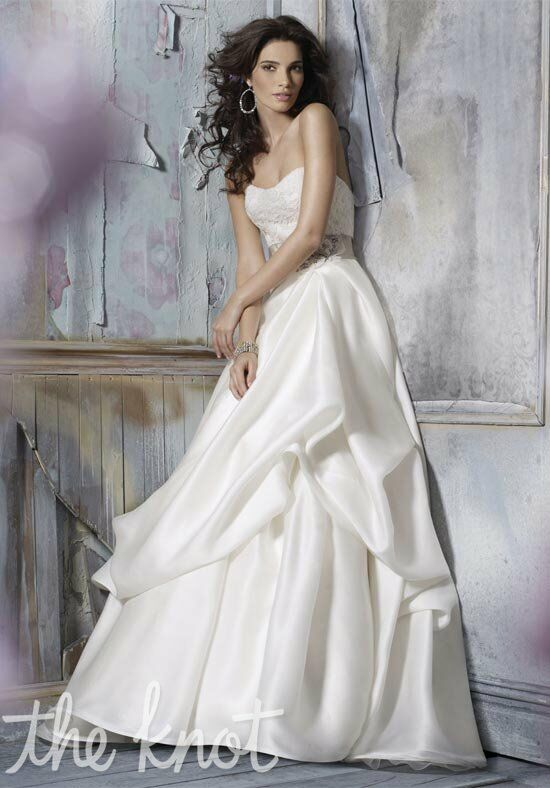 Jim Hjelm 8110 Wedding Dress photo